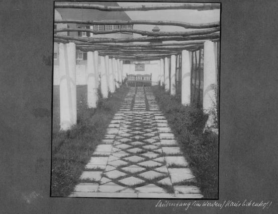 Haus Eichenhof - Laubengang im Werden (Archivfoto)