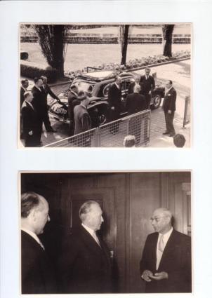 Der Werksdirektor Franz Schütz (unten rechts) begrüßt den Bundeskanzler