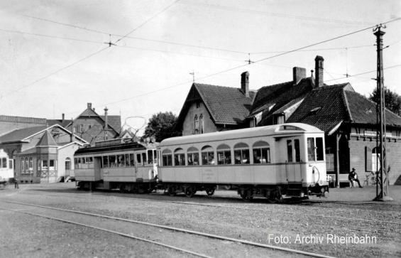Meererbusch, Schienen der M-Bahn nach Moers im Vordergrund (Foto von 1924)