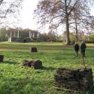 12-Die Steine werden gestapelt für die weitere Verwendung zum Aufbau der Remise