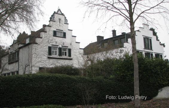 Wohnhaus Niederlöricker Straße 12 (links)