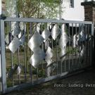 Gittertor zum Innenhof von Will Brüll