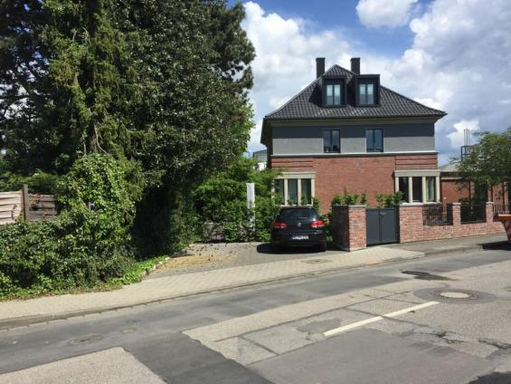 Eingang und Wohnhaus
