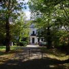 Herrschaftliches Wohnhaus mit Kastanien-Allee