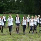 """Das Labyrinth wird """"betanzt"""" von einer Gruppe Jugendlicher der Meerbuscher Tanzschule Groenendijk"""